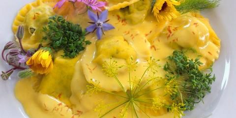 Ravioli con crema de azafrán