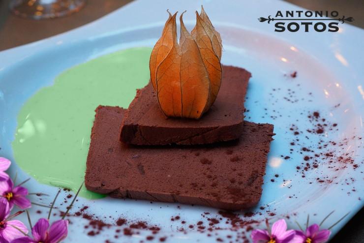 Chocolate and Saffron Sponge Cake, Shall We Add Freshness to the Dish Adding Mint?