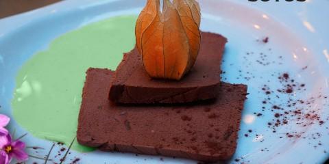 Bizcocho de Chocolate y Azafrán, ¿Lo Refrescamos con Menta?