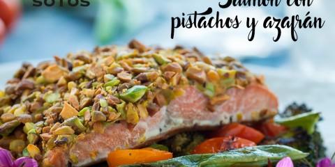 Salmón acompañado de pistachos y azafrán