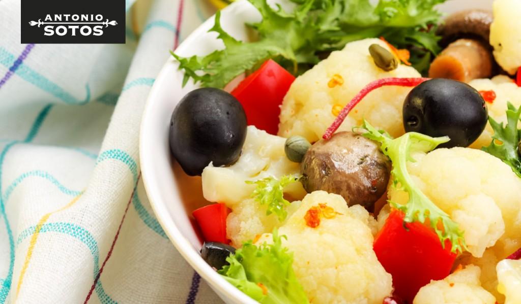 Ensalada de coliflor y champiñones con azafrán