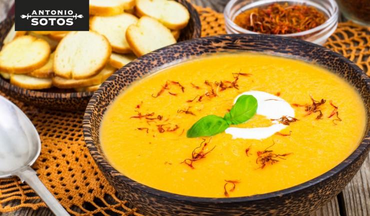 Sweet potato and saffron cream soup with cassava crisps