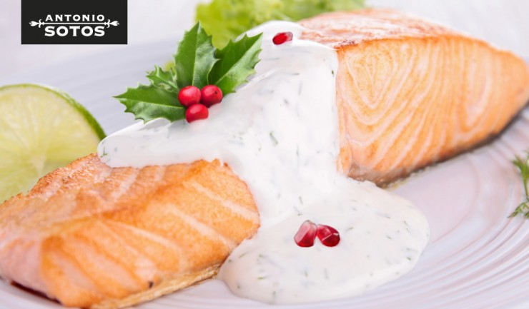 Salmon with saffron and pomegranate sauce, a recipe with Christmas nuances
