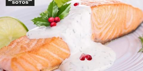 Salmón con salsa de azafrán y granada, una receta con tintes navideños
